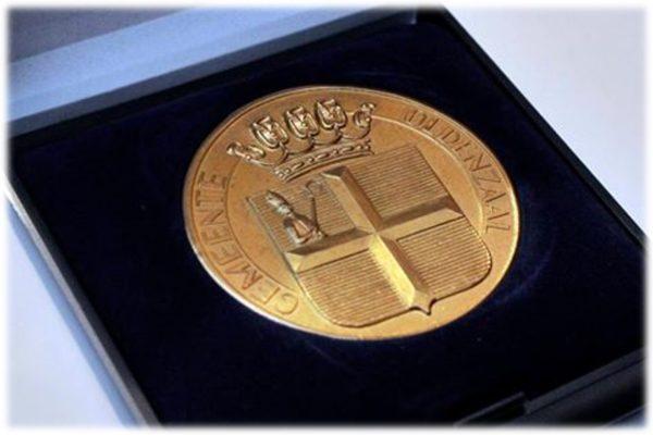 Gouden Erepenning 100 jarig bestaan in 2012